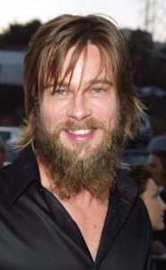 Brad-Pitt-une-barbe-tendance-hippie-en-2002