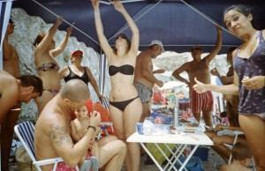 Los 10 tipos de domingueros que te encontrarás en las playas españolas   The Idealist