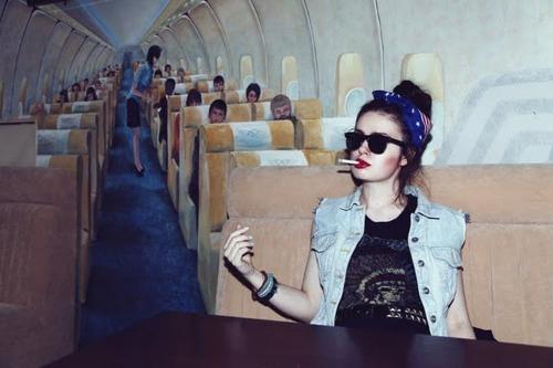 7 tipos de personas que nunca faltan cuando viajas en avión | The Idealist